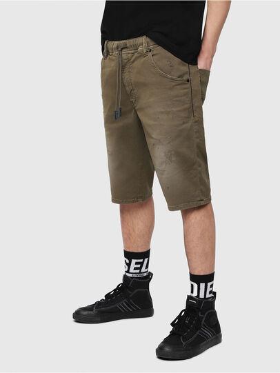 Diesel - D-KROOSHORT JOGGJEANS, Vert Militaire - Shorts - Image 1