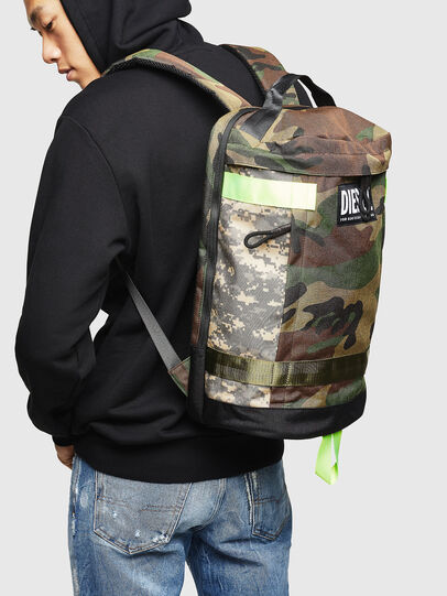 Diesel - PIEVE, Vert Camouflage - Sacs à dos - Image 7