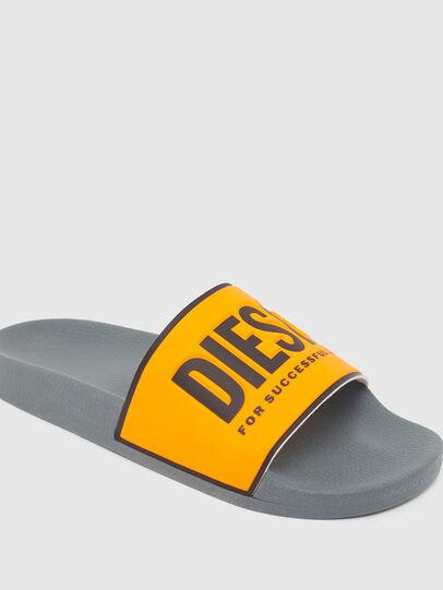 Diesel - SA-VALLA, Noir/Orange - Claquettes - Image 4